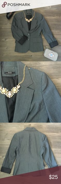 Navy and white women's blazer Wonderful quality women's fitted blazer. Can be dressed down with jeans or dressed up with a pencil skirt! From small boutique but fits true to size 00. Jackets & Coats Blazers