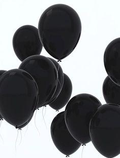 Black balloons - palloncini neri M. Drive-In Black Love, Back To Black, Black Is Beautiful, Color Black, Black White Art, Black White Fashion, Pretty Black, Beautiful Flowers, Preto Wallpaper