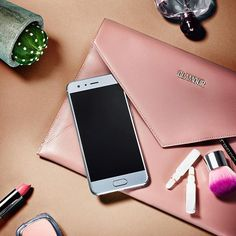 """Platz da Kupfer: Wir wollen jetzt Smartphones in Silber!   Passend zum Trend verlosen wir ein nagelneues Honor 9-Smartphone in """"Glacier Grey"""". Postet einfach ein Bild im """"Glacier Grey""""-Look mit den Tags #glaciergrey @honor_de und @honorglobal und folgt @honor_de auf Instagram. Mehr Infos: Link in Bio! #sponsored #honor9 #glaciergrey  via GLAMOUR GERMANY MAGAZINE OFFICIAL INSTAGRAM - Celebrity  Fashion  Haute Couture  Advertising  Culture  Beauty  Editorial Photography  Magazine Covers…"""