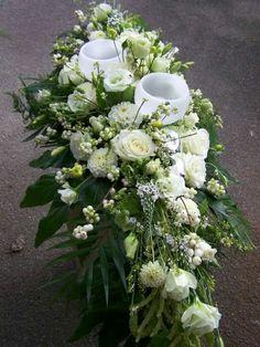 Gesteck mit Windlichtern Fresh Flowers, White Flowers, White Flower Arrangements, Funeral Arrangements, Sympathy Flowers, Funeral Flowers, Table Flowers, Altar, Flower Art