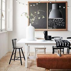 interieur - krijtbord - eettafel - lamp
