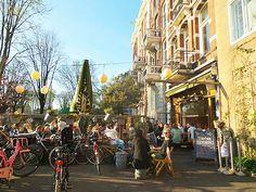 De Biertuin. In Amsterdam zijn 1515 café's en barren gevestigd.