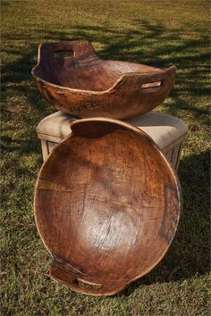 Utilitarian wooden wares (called treen) are some of the hardest objects for curators to date since their forms changed slowly over time and they survive in fewe Carved Wooden Bowl, Wooden Dough Bowl, Wooden Plates, Wood Bowls, Wood Router, Wood Lathe, Cnc Router, Into The Woods, Earth Bag Homes