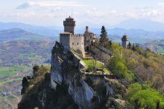Monte Titano im San Marino Reiseführer http://www.abenteurer.net/2792-san-marino-reisefuehrer/