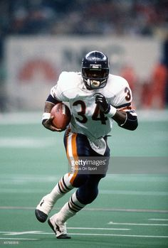 Walter Payton #34 of the Chicago Bears carries the ball against New England Patriots during Super Bowl XX January 26, 1986 at the Louisiana…