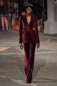 Tommy Hilfiger Fall 2019 Ready-to-Wear Fashion Show - Vogue Fashion 2020, New York Fashion, Runway Fashion, High Fashion, Fashion Outfits, Fashion Fashion, Fashion Weeks, London Fashion, Tommy Hilfiger