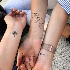 World map Temporary Tattoo / Airplane flash tattoo / Wrist tattoo for travelers / Wind rose Compass / Wanderlust / Couple Tattoo set Weltkarte Tätowierung / Flugzeug Flash Tattoo / Handgelenk Bff Tattoos, Couple Tattoos, Mini Tattoos, Foot Tattoos, Body Art Tattoos, Small Tattoos, Tatoos, Tattoos For Friends, 3 Best Friend Tattoos