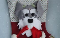 Bota Natal bichinho de estimação no Elo7 | REAL ARTES (5FBE5A) Snowman, Disney Characters, Fictional Characters, Christmas Decor, Made By Hands, Gifts, Embellishments, Feltro, Amor