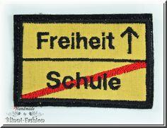 Verkehrsschild Schule/Freiheit  *Tschüss Schule, hallo Freiheit!!*  Ein Aufnäher zum Schulabschluss und Abitur mit dem sich so einiges aufpeppe...