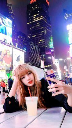 Lalisa Manoban for LiFe Kpop Girl Groups, Korean Girl Groups, Kpop Girls, Jennie Blackpink, Blackpink Lisa, K Pop, Lisa Blackpink Wallpaper, Black Pink Kpop, Diy Foto