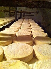Munster (fromage) - Wikipédia Munster, French Cheese, Meat And Cheese, Bread, Chocolate, Heartbeat, Food, Discovery, Alsace
