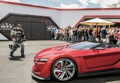 Wahnsinn am Wörthersee: Die Story hinter dem coolsten GTI aller Zeiten Ein Auto, das die Grenze zwischen Cyberspace und Realität sprengt: Der GTI Gran Turismo ist der real gewordene Racing-Traum. Das Auto. Magazin von Volkswagen erzählt die Geschichte hinter diesem wahnwitzigen Projekt #volkswagen #dasauto http://www.kircher-burkhardt.com/blog/wahnsinn-am-worthersee-die-story-hinter-dem-coolsten-gti-aller-zeiten/