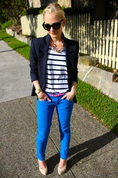 Blazer and stripe shirt with bold, cobalt jeans and a fun pink belt! I have a similar outfit in mind. Cobalt Jeans, Cobalt Blue Pants, Bright Blue Jeans, Casual Chic, Blue Pants Outfit, Look Blazer, Casual Outfits, Cute Outfits, Colored Pants
