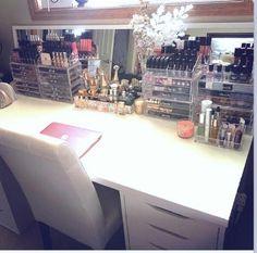 Make up room by Vanesa Lee