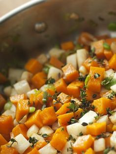 cumin, poivre, gingembre, rutabaga, topinambour, bouillon de volaille, huile d'olive, panais, sel, carotte, basilic