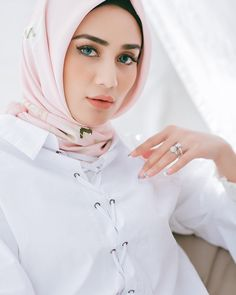 Beautiful Hijab Girl, Hijab Collection, Hijabi Girl, Hijab Outfit, Hijab Fashion, Womens Fashion, Outfits, Slide Slide, Beauty