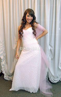 #Lali #LaliEsposito #MarianaEsposito Así recibió los 15. Camila Gallardo, Series Movies, Little Mix, White Dress, Teen, Singer, Formal Dresses, Celebrities, Films