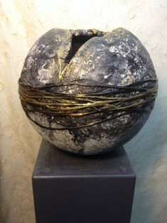 Styrofoam and Powertex Stone Art could recreate some of these textures. Use Powertex to wrap and adhere natural fibres around the sculpture. Cement Art, Concrete Crafts, Concrete Art, Concrete Statues, Abstract Sculpture, Sculpture Art, Ceramic Pottery, Ceramic Art, Concrete Sculpture