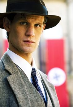 Matt Smith. Obviously not a Doctor Who picture (straight tie liek whoa) but he looks so damn good I couldn't not repin.