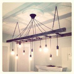 Niet de stijl, meer het principe van een gymladder aanhet plafond met peertjes
