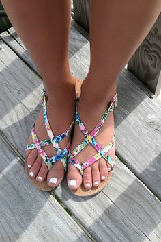 Sandals Summer Monterey Bay Floral Print Flat Strappy Sandals - There is nothing more comfortable and cool to wear on your feet during the heat season than some flat sandals. Cute Sandals, Strappy Sandals, Cute Shoes, Me Too Shoes, Shoes Sandals, Shoes Sneakers, Flat Sandals, Adidas Shoes, Trendy Sandals