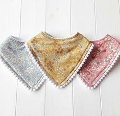 The pom trim! Handmade ditsy floral baby bandana dribble bibs with adorable pom pom trim :) by JennyWrenCraftPom Pom or cotton lace trims can be added to bibs for extra! I love these 3 autumnal ditsy floral fabrics 🌿baby bibs and burp cloths can c Baby Kate, Handgemachtes Baby, Baby Bibs, Bibs For Babies, Baby Sewing Projects, Sewing For Kids, Diy Bebe, Dribble Bibs, Pom Pom Trim