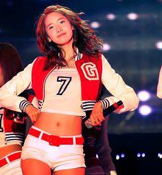 Yoona, SNSD'nin 2. Lider dansçısıdır.