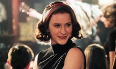 Created by 'Gilmore Girls' mastermind Amy Sherman-Palladino, 'The Marvelous Mrs. Maisel' tells the story of a trail-blazing comedian. Rachel Brosnahan, Retro Fashion 60s, Vintage Fashion, Vintage Fur, Vintage Shops, Amy Sherman Palladino, Revolution, 50s Outfits, Gilmore Girls