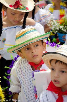 Silleteritos en la Feria de las Flores en Medellin, Colombia