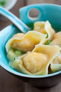 Wonton soup - learn how to make Chinese wonton soup with this SUPER easy recipe. Plump and juicy wontons that you can't stop eating   rasamalaysia.com