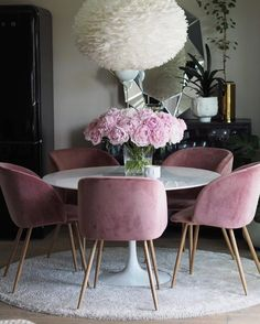 How pretty is this dining room by @baremalin Vita Eos light shade available in our online store . #diningroom #diningroomdecor #nordichome #nordicinspiration