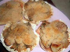 La meilleure recette de Coquille st jacques a la bretonne! L'essayer, c'est l'adopter! 5.0/5 (9 votes), 13 Commentaires. Ingrédients: 20 noix de st jacques préparées par le poissonnier,3 échalotes,un demi bouquet de persil,beurre demi-sel,10cl de muscadet,chapelure,4 coquilles,sel,poivre
