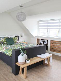 Binnenkijken bij Nanda - My Simply Special - Binnenkijken bij Nanda - Attic Bedroom Designs, Attic Rooms, Bedroom Loft, Master Bedroom, Design Loft, Attic Conversion, Loft Spaces, New Room, New Homes