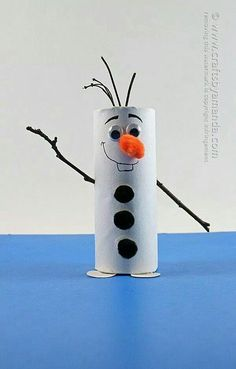 Cardboard tube Olaf: Snowman from Frozen by Amanda Formaro .Cardboard tube Olaf: Snowman from Frozen by Amanda Formaro . amanda formaro frozen pappschlauch schneemannDIY hydrangea & fern wreathYou believe how quick Snowman Crafts, Cute Crafts, Holiday Crafts, Diy Crafts, Christmas Paper Crafts, Creative Crafts, Wood Crafts, Toilet Paper Roll Crafts, Cardboard Crafts