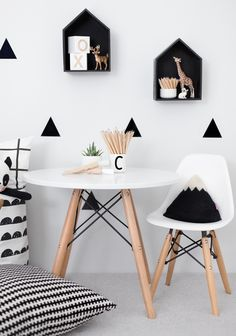 Photo Jobs At Home - Stickers noir blanc Mini chaises EAMES Petite table pour jouer / dessiner - If you want to enjoy the good life: making money in the comfort of your own home with just your camera and laptop, then this is for you! White Kids Room, White Rooms, Deco Kids, Kid Table, Toddler Table And Chairs, Kids Room Design, White Decor, Black Decor, Kids Decor