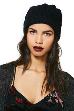 deep plum lip + beanie | nasty gal