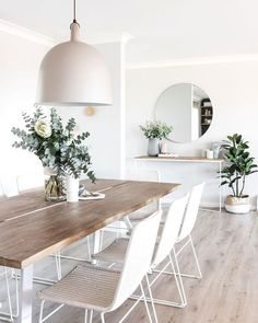 Home Dining Room Decor Table Chair Living room dining table White Furniture Dining Table In Living Room, Dining Room Design, Living Room Decor, Living Rooms, Decor Room, Design Bedroom, White Kitchen Chairs, White Dining Room Table, Kitchen Dining