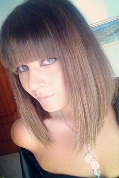 Bangs are independent in medium hair styles. They may be styled on their own. And there are various ways to do this.