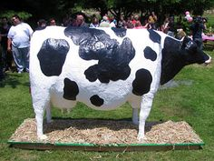 Cow Cake -- That's one well fed cow! Crazy looking cake Cake Boss Buddy, Pretty Cakes, Beautiful Cakes, Amazing Cakes, Cow Cakes, Fondant Cakes, Cupcake Art, Cupcake Cakes, Buddy Valastro