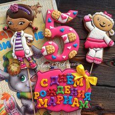 Доктор Плюшева)) Cookies For Kids, Sweet Cookies, Iced Cookies, Doc Mcstuffins Cookies, Doc Mcstuffins Birthday Party, Cookie Icing, Birthday Cookies, Cookie Exchange, Childrens Party