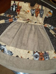 Towel Dress for Cat lovers, great holiday gift, NEW! Kitchen Towels Hanging, Hanging Towels, Easy Sewing Projects, Sewing Tutorials, Sewing Crafts, Dish Towels, Hand Towels, Tea Towels, Grocery Bag Holder