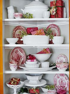 Red, White Green -- Jazz up your plain white dishes for Christmas by adding red-and-white transferware to the display. I collect red and white transferware! All Things Christmas, Christmas Holidays, Christmas Crafts, Christmas Decorations, Holiday Decor, Christmas Vignette, Merry Christmas, Christmas Tablescapes, Holiday Style