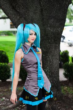 Hatsune Miku Cosplay! *sigh* why can't I look this good doing cosplay