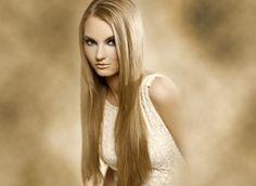 Σίγουρα ονειρεύστε να έχετε αρκετά μακριά μαλλιά την ημέρα του γάμου σας, ωστε να μπορέσετε να κάνετε κάποιο ιδιαίτερο χτένισμα.  Ακολουθήστε το μικρό μας μυστικό για μακριά μαλλιά...  http://aboutwedding.gr/2012/09/11/maska-gia-na-makrinoun-ta-mallia-pio-grigora/