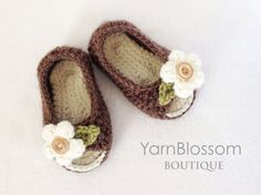 CROCHET PATTERN Peek-a-boo Baby Shoes 4 por YarnBlossomBoutique