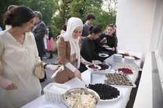 Welcome dinner: students choose between berries and chocolate cakes for dessert