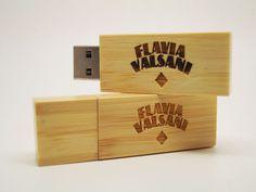 Pendrive Wood Slim Bambu - by Flávia Valsani
