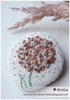 """и снова внутри травы внутри летние цветы и бабушкины луга прямиком из детства... """"в небесах"""" брошь текстильная лён, вышивк..."""