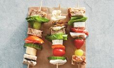 12x feestelijke én gezonde traktaties Toddler Meals, Kids Meals, Yummy Snacks, Yummy Food, Prepped Lunches, Lunch Box Recipes, Cooking With Kids, Food Design, High Tea