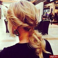 Trendy fryzury na lato - elegancki kucyk - Strona 3 | Styl.fm
